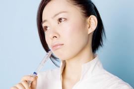 小陰唇肥大に悩む女性…のイメージ